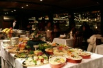 Dinner & Cruise with live music (at 19:00h) or without live music (at 22:00h)